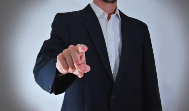 geschäftsmann ist futuristisch bildschirm mit dem finger berühren. - raumteiler weiß stock-fotos und bilder