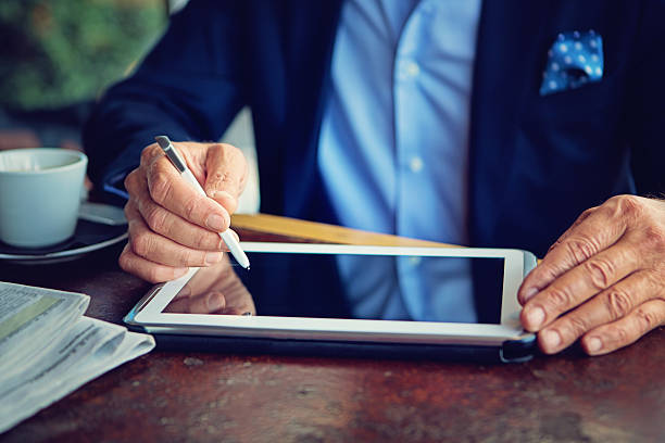 Businessman is working using his tablet – Foto