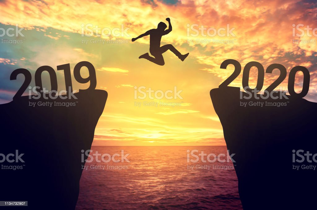 Businessman jump between 2019 and 2020 years. - Royalty-free 2019 Foto de stock