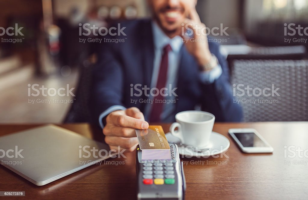 Businessman making contactless payment with credit card – Foto