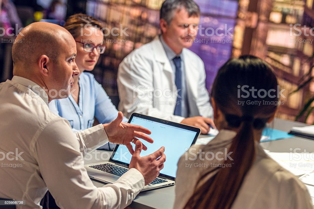 Businessman on a meeting with doctors​​​ foto