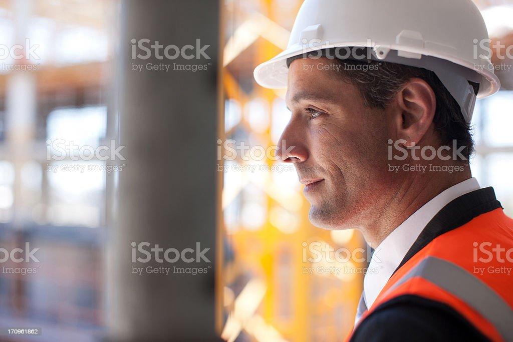 Geschäftsmann auf Baustelle – Foto