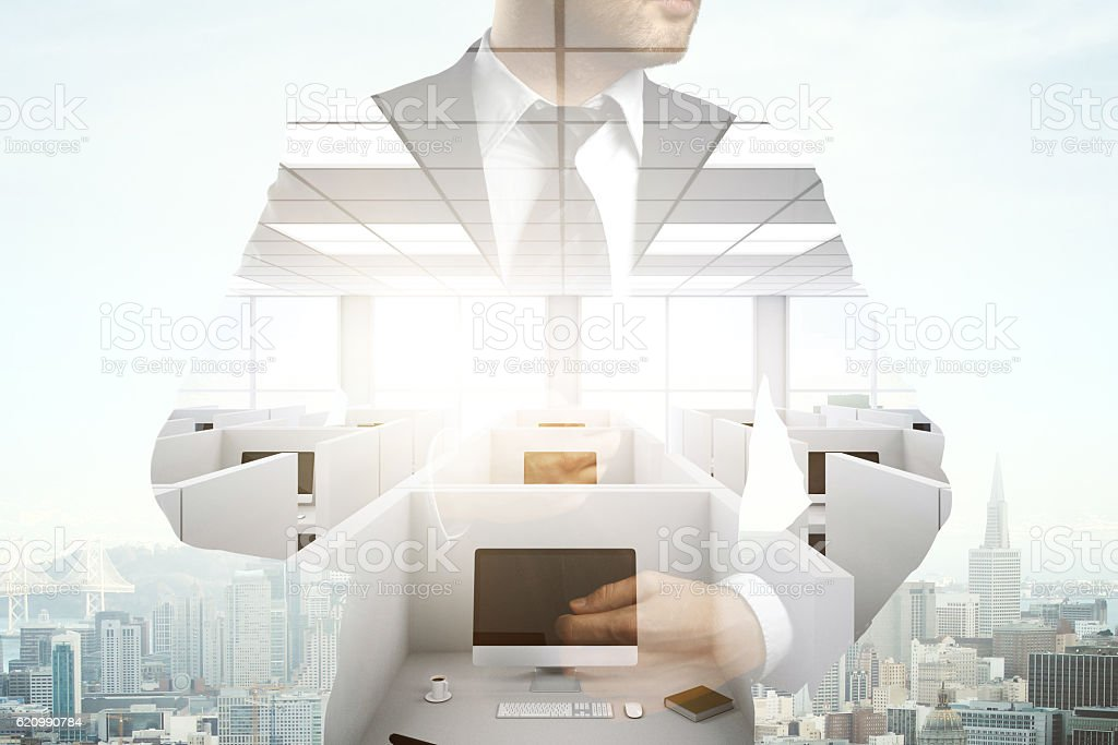 Businessman on office and city background foto royalty-free
