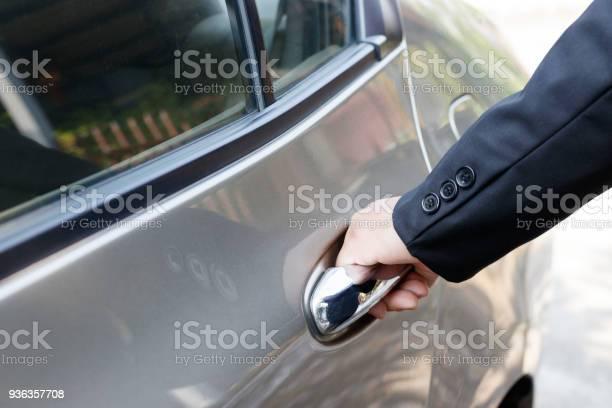 Geschäftsmann Autotür Öffnen Stockfoto und mehr Bilder von Anzug