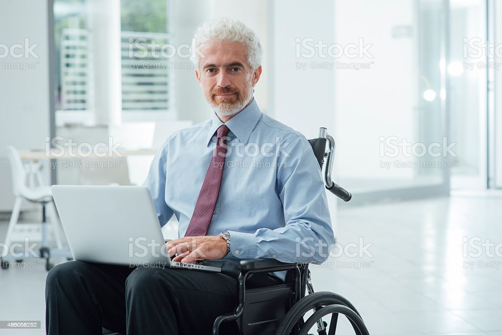 Empresario superar discapacidad - foto de stock