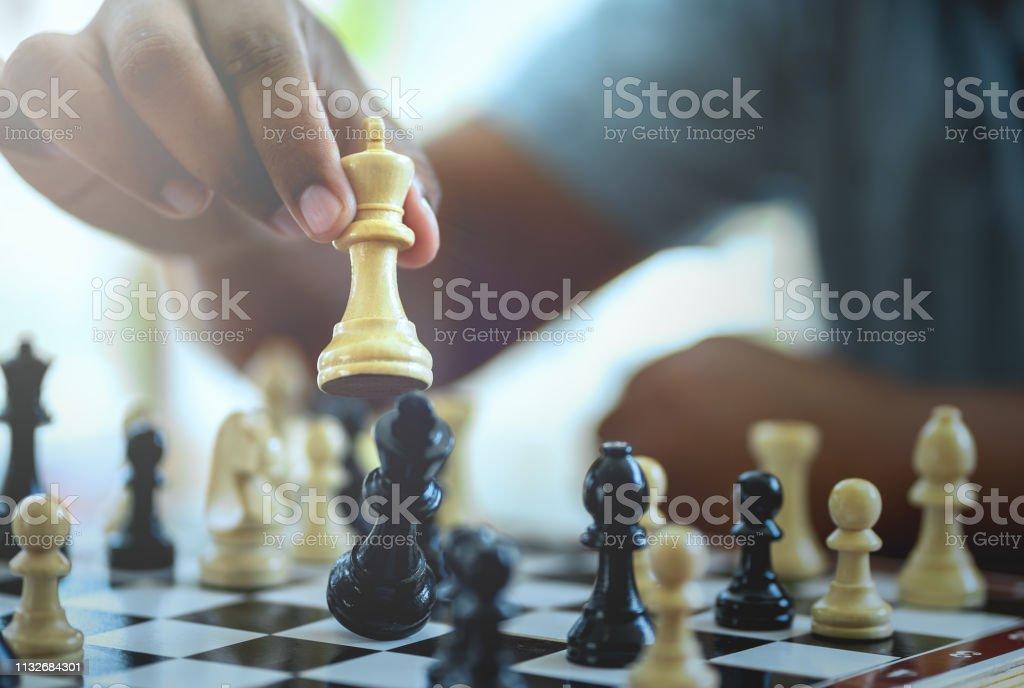 Businessman playing chess game. - Royalty-free Agressão Foto de stock