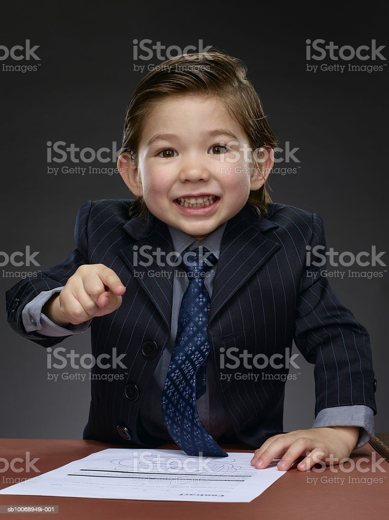Businessman pointing finger, portrait foto de stock libre de derechos