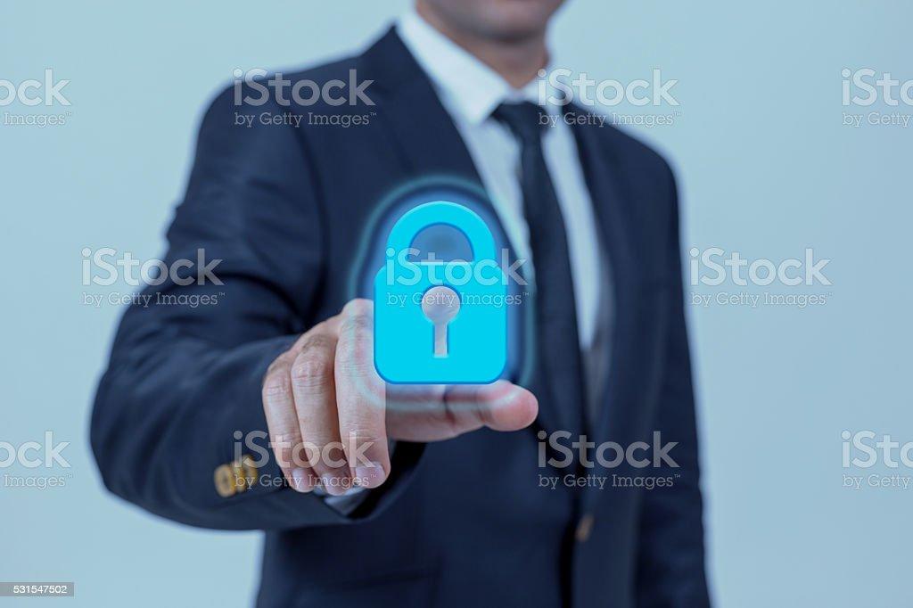 Homem de negócios urgentes liberar em telas virtuais - foto de acervo