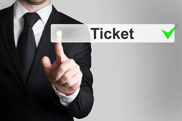 geschäftsmann schieben knopf-ticket - flugticket vergleich stock-fotos und bilder