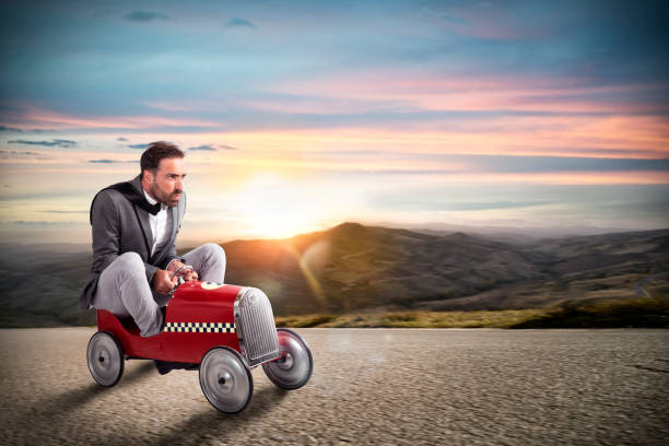 Businessman runs with his car on the road - foto stock