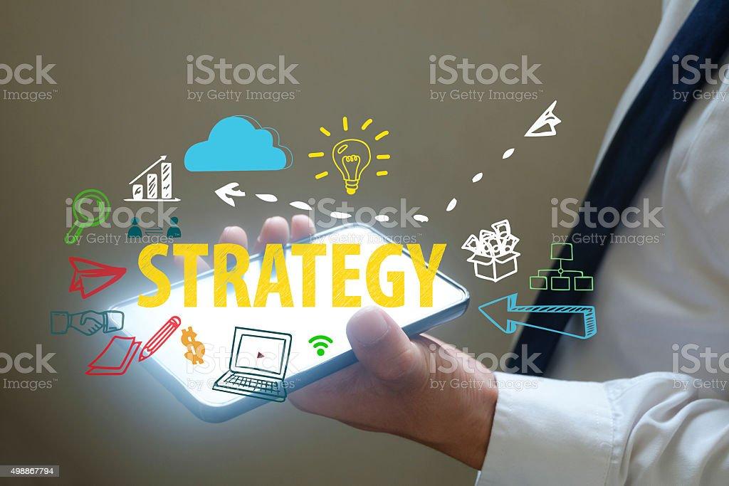 Geschäftsmann zeigen Strategie-Konzept auf smart phone – Foto