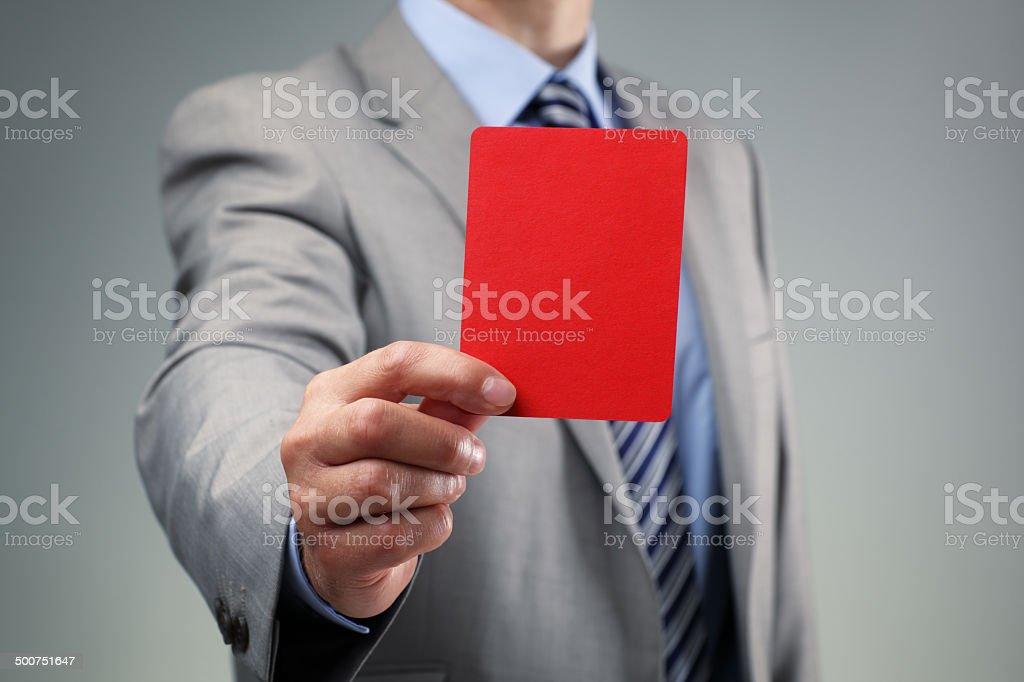 Uomo d'affari, mostrando il cartellino rosso foto stock royalty-free