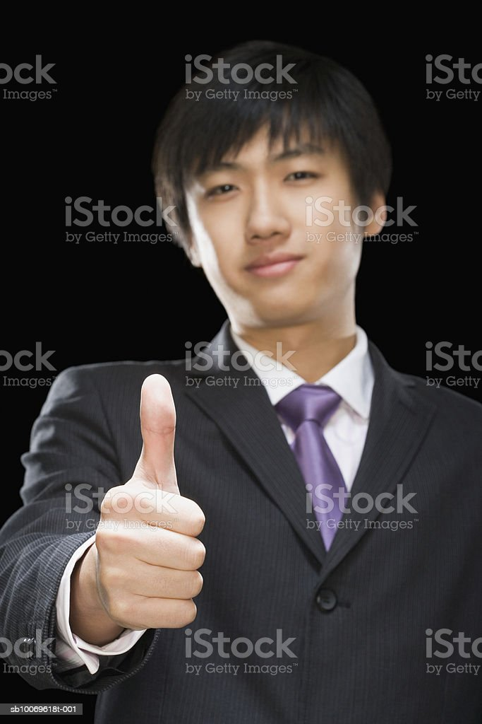 Businessman showing thumbs up sign, portrait photo libre de droits