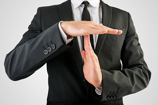 Geschäftsmann zeigen Zeit Handzeichen – Foto
