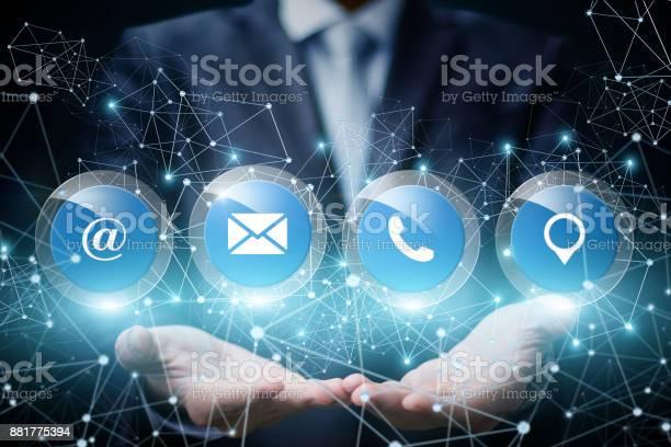 Geschäftsmann Zeigen Um Uns Online Zu Kontaktieren Stockfoto und mehr Bilder von Berühren