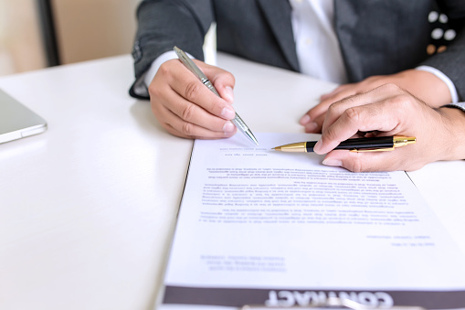 843533912 istock photo Businessman signed a contract agreement to invest together. 1189567971
