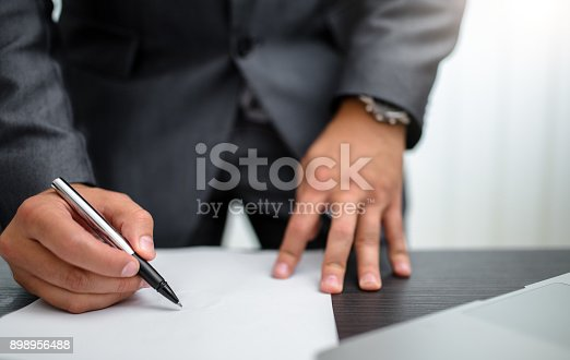 659493026 istock photo Businessman signing documents 898956488
