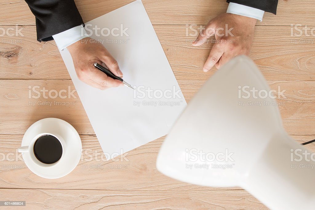 Businessman signing photo libre de droits