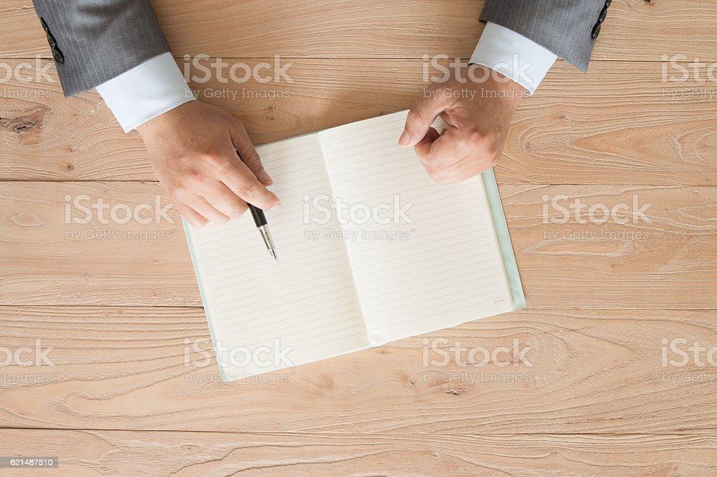 Businessman signing photo libre de droits