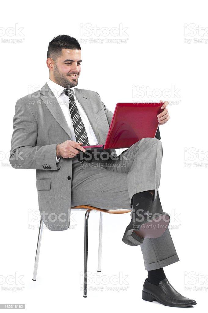 Geschäftsmann sich während der Arbeit auf seinem laptop – Foto