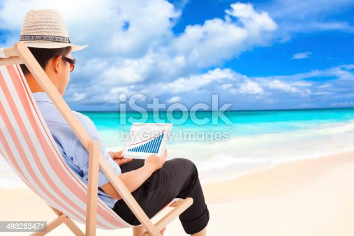 665586146 istock photo businessman sitting on beach chairs and look stock financial 493283471