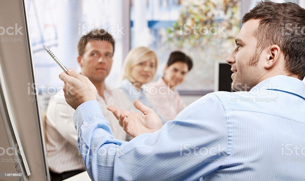 Geschäftsmann sprechen auf eine Präsentation – Foto