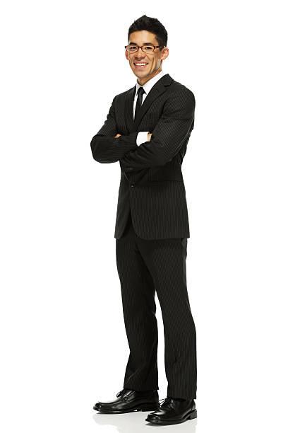 ビジネスマン立つ、腕を組む - 腕組み スーツ ストックフォトと画像