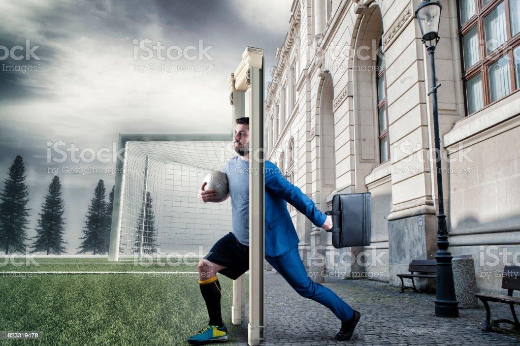Geschäftsmann, schreiten durch die Tür – Foto