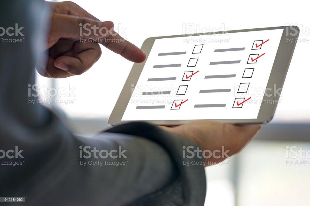 Geschäftsmann Erhebung und Analyse Entdeckung Konzept – Foto