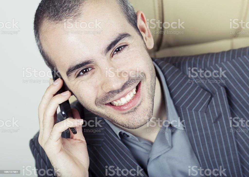 Geschäftsmann sprechen auf Handy – Foto