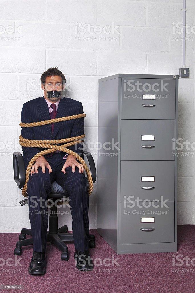 Empresario amarrados en la oficina - foto de stock