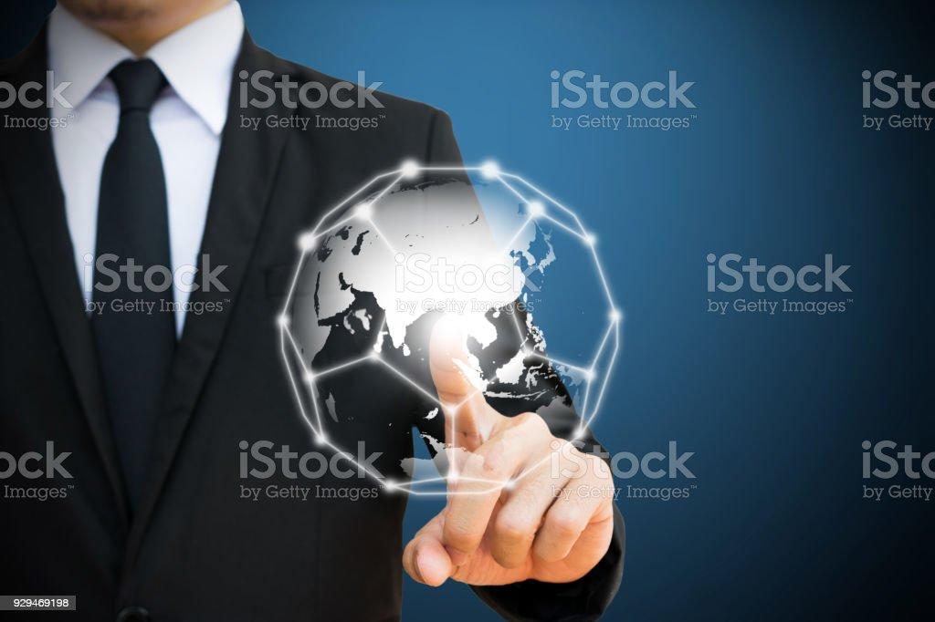 Empresario tocar la red global. conceptos de redes sociales y comunicación. - foto de stock
