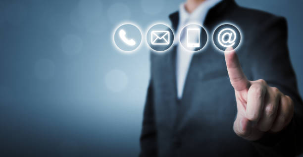 Geschäftsmann berührte Icon Handy, Mail, Telefon und Adresse. Kundendienst Call Center kontaktieren Sie uns Konzept – Foto