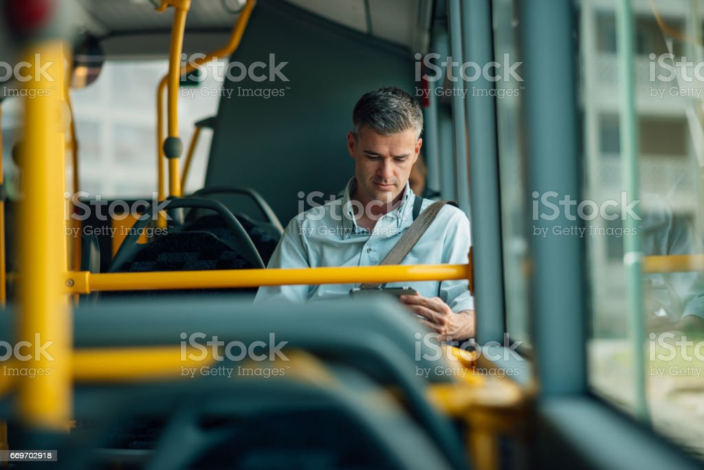 Businessman traveling by bus – Foto