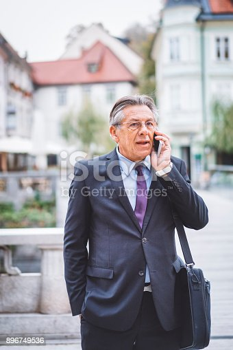 istock Businessman traveling with a bag and mobile phone 896749536