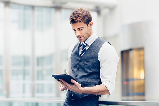 Geschäftsmann mit einem tablet PC – Foto