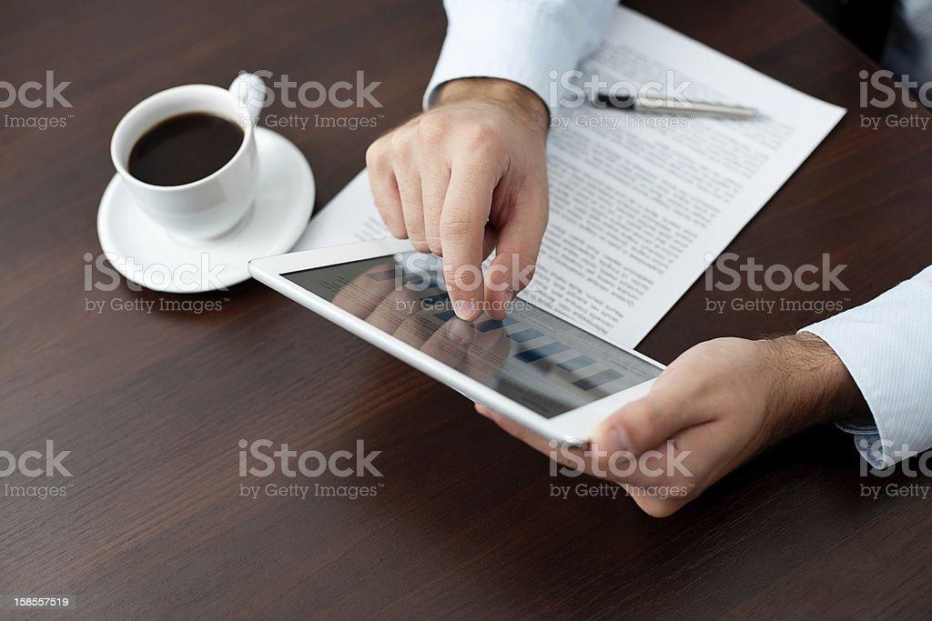 사업가 디지털 태블릿 템즈 테스크에 royalty-free 스톡 사진