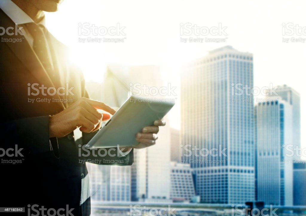 Geschäftsmann mit digitalen tablet in New York – Foto