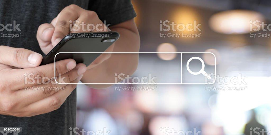 Geschäftsmann mit Suche surfen Internet Internet der Dinge (IoT) – Foto