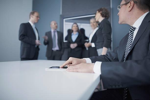 businessman using tablet computer in office meeting - geräusche app stock-fotos und bilder