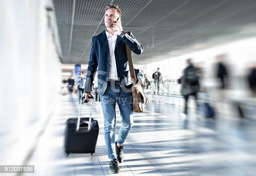 istock Businessman walking in airport 912037536