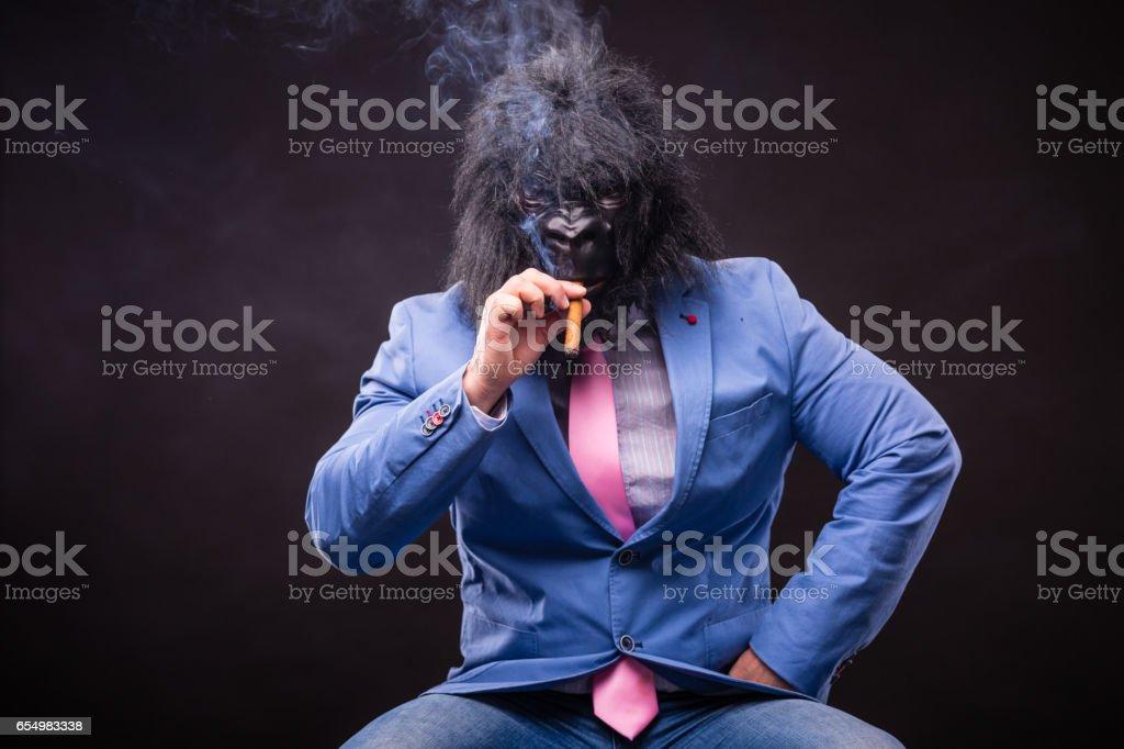 Unternehmer tragen Gorillamaske – Foto