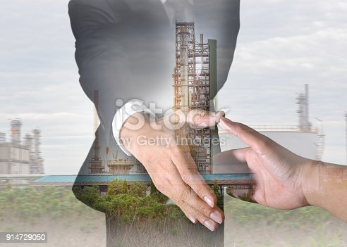 istock Businessman will handshaking for business relationship, Energy oil refinery Factory and sunlight of sunset as Energy, Technology, Commitment and Partnership concept. 914729050