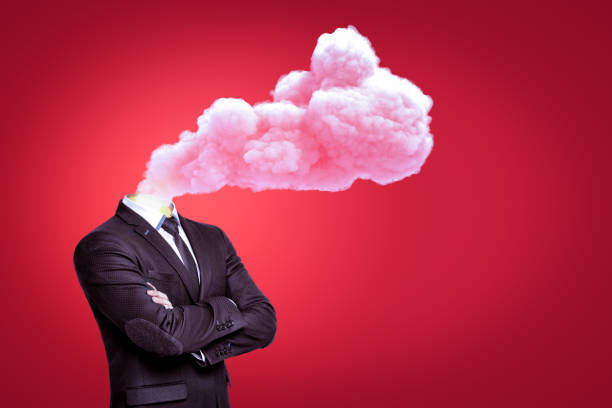 一團粉紅色的煙雲,而不是紅色背景上的頭 - 被砍頭 個照片及圖片檔