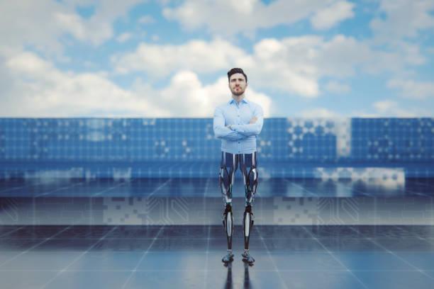 homme d'affaires avec des jambes bioniques - membre photos et images de collection