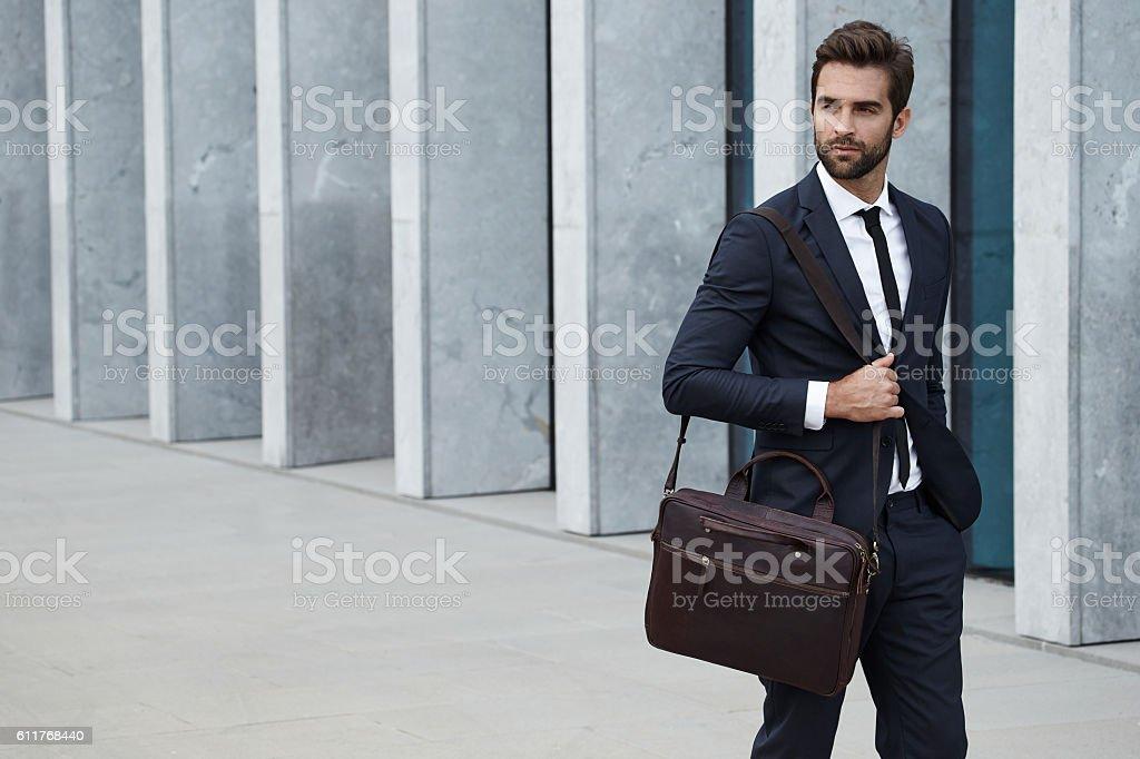 Бизнесмен с портфель стоковое фото