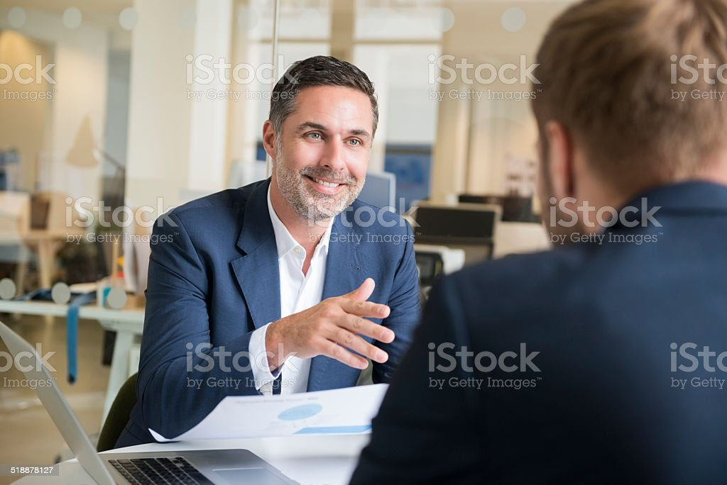 Businessman with colleague in meeting - Royalty-free 30-34 Years Stock Photo