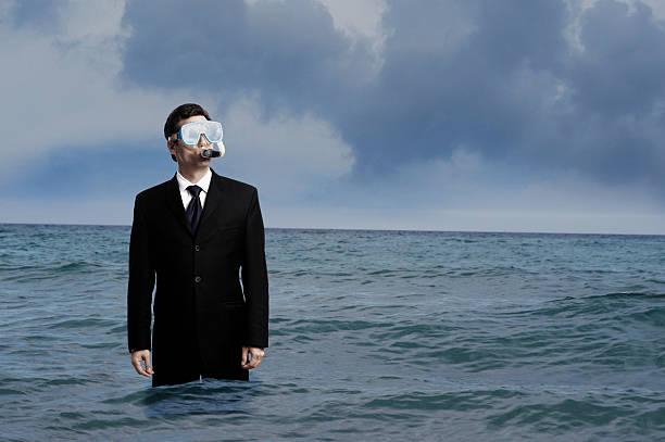 ビジネスマン、ダイビングやシュノーケリングで海のマスク - 水につかる ストックフォトと画像