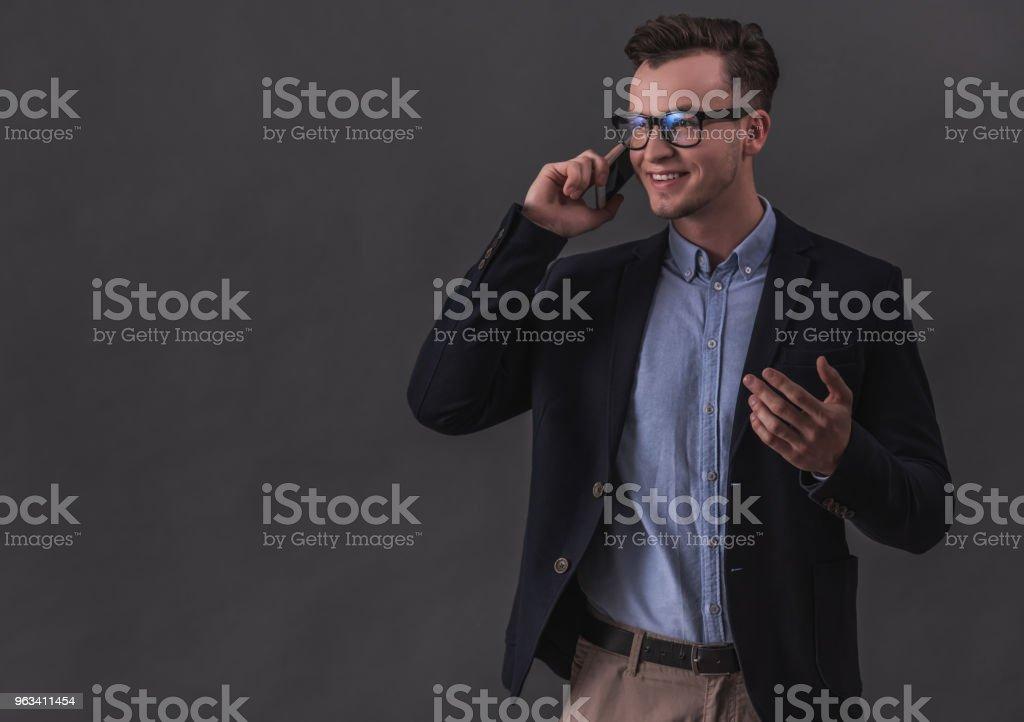 Homme d'affaires avec des gadgets ! - Photo de A la mode libre de droits