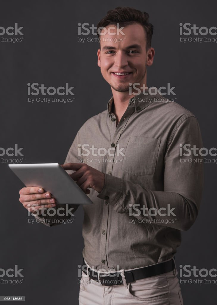 Businessman with gadget - Zbiór zdjęć royalty-free (Biznes)